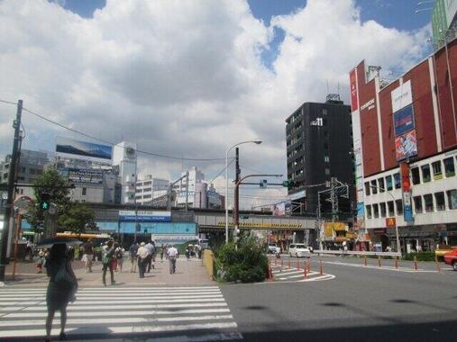 高田馬場駅前(写真は駅前広場の封鎖前)