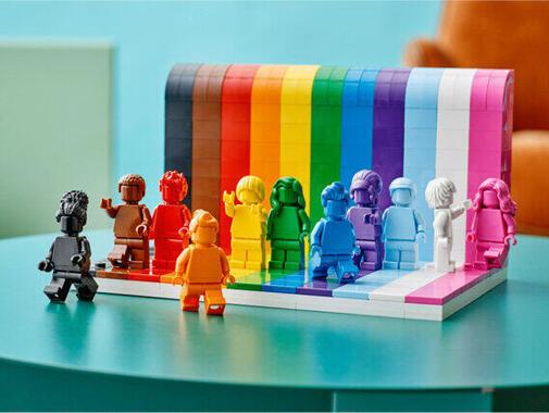 プライド月間の6月に合わせ「LGBTQIA+」の象徴がレゴブロックのセットに