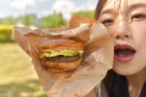 サムライマックを倍バーガーで食べたい人も(写真と本文は関係ありません)
