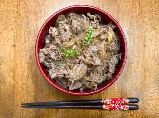 牛丼を箸で食べる?スプーンで食べる?