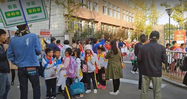 下校し、そのまま塾に向かう小学生も多い