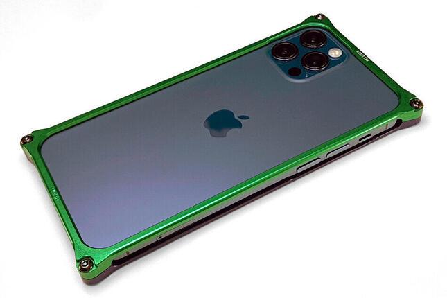 「エヴァ」モチーフの高剛性バンパーがiPhone 12シリーズを守る