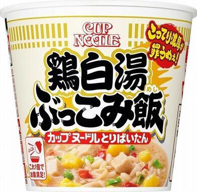 一体となったスープ、具材、ライスに麺まで入れちゃう。