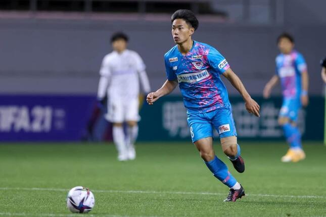 試合でプレーするサガン鳥栖・林大地選手(c)SAGAN DREAMS CO.,LTD.