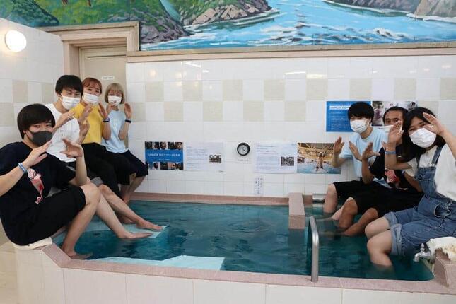 「小杉湯」で難民学生とインターン生が交流
