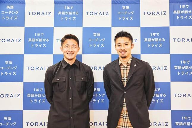 オランダ1部リーグでプレーする2選手。ズヴォレ・中山雄太選手(右)とAZ・菅原由勢選手