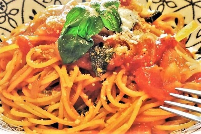 トマトソースのパスタはマンマ(母さん)の味