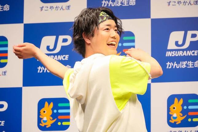 ラジオ体操後、松陰寺さんとの絆の深まりを感じたというシュウペイさん