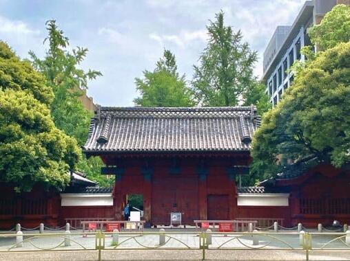 東京大学のシンボル「赤門」
