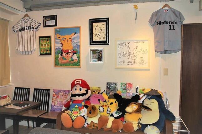 「ポケットモンスター」で数々のキャラクターデザインを担当しているゲームクリエイター・イラストレーターの杉森建さんらによるサインが飾られている