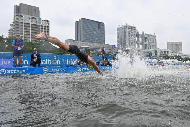 2019年8月16日、東京五輪テスト大会の男子トライアスロン(写真:松尾/アフロスポーツ)