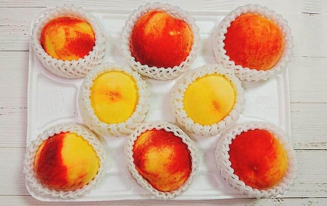 「桃の食べ比べセット」に入っていた福島県、山梨県、和歌山県、岡山県の桃