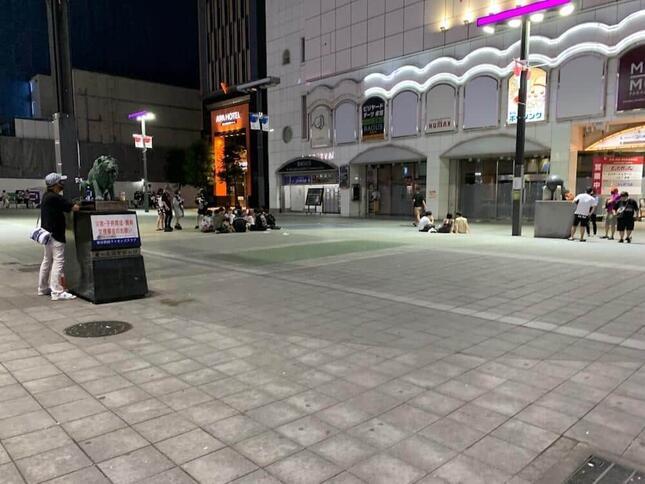 2021年7月28日22時の新宿歌舞伎町シネシティ広場