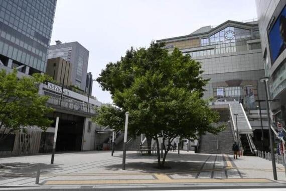 画像はJR新宿駅東南口 人出が消える日は再びくるのか