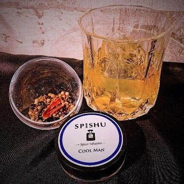 香水にインスピレーションを受けた高級漬けこみ酒キット「スパイッシュ」