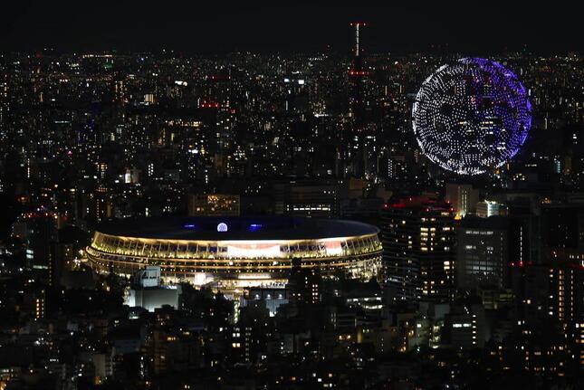 東京五輪開会式でのドローン(写真:ロイター/アフロ)