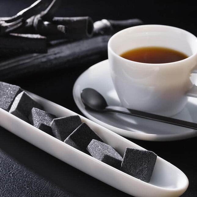 「瓦のように黒いお砂糖があったらおもしろいよね」という一言から誕生