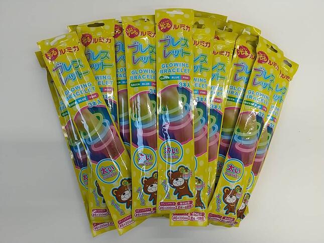 「光るブレスレット」1セット(3本入×25袋)、687円(税込)