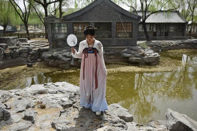 漢服を着ている女性(写真・AFP/アフロ)