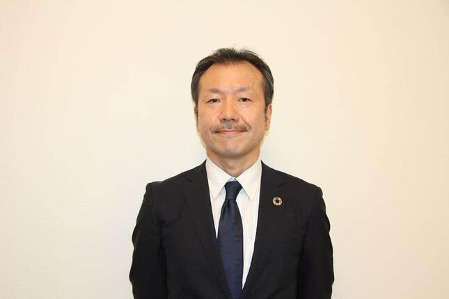 取材に応じた環境省の川又孝太郎参事官