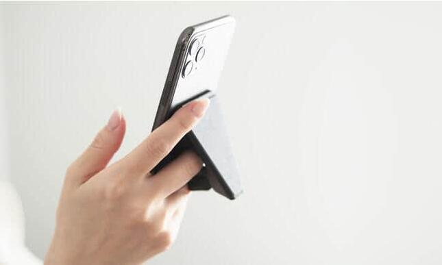 スマートフォン手持ち用グリップスタンド「beak(ビーク)」