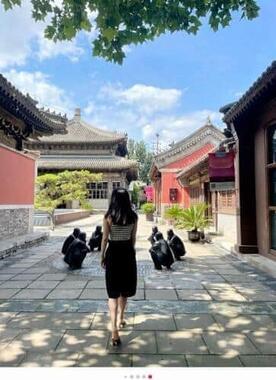 中国のSNS運営会社が、仏閣や信仰を利用して自身をブランディングする「仏教セレブ」のアカウントを処罰した(REDの投稿より)