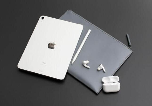 世界基準のレザーを贅沢に使ったiPad専用ポーチ