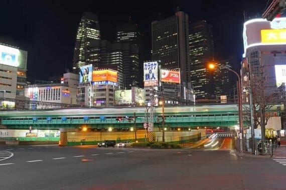 10月7日夜、首都圏を強い揺れが襲った(写真は東京・新宿、本文とは無関係です)