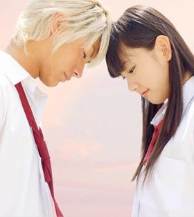 「恋空」は高校生の美嘉(新垣結衣)とヒロ(三浦春馬)の切ないラブストーリーだ
