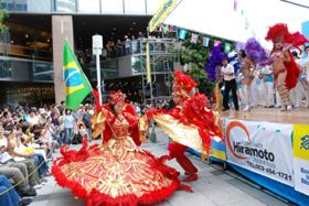 サンバで「日伯交流年」を盛り上げよう(写真は2007年の浜松サンバフェスティバル)