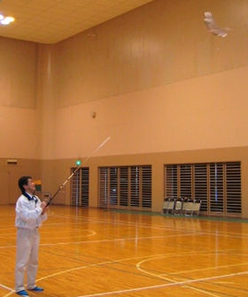 体育館の中で凧をあげることもできる