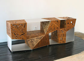 「Riddled Cabinet, 2005」(謎めいたキャビネット)