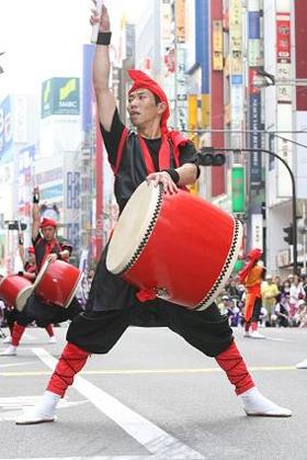 東京ミッドタウン1周年で日本の伝統芸能を披露