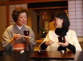 料亭の女将から、日本料理の知識やマナーを学べる
