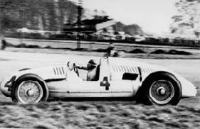 1938年ドニントンパークにて行われた英国GPでの「タイプD」。ドライバーはタツィオ・ヌヴォラーリ