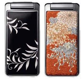 漆素材の「薫風」(左)と友禅素材の「乱菊」