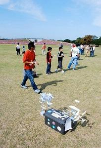 2007年も多くの人が楽しんだ「ジャパンカップ全日本紙飛行機選手権大会」
