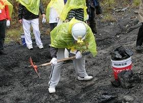 石炭採掘ウォーキングの様子