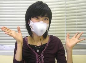 マスクにファンがついている「USBスッキリマスク」。インパクトが強烈だ