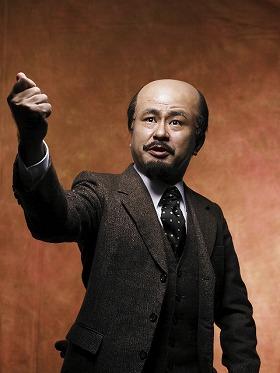 ソビエト連邦初代最高指導者(?)に扮する三谷幸喜さん(「BRUTUS」6月2日号より)PHOTO/SADAO HOTTA