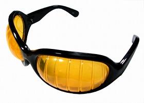 70年代に流行った「ロボットの目」を再現したという「ロボット眼鏡」