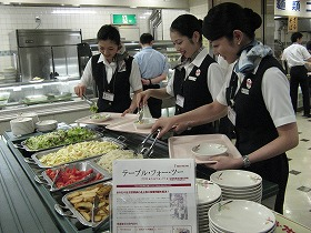 日本航空の社員食堂も「TABLE FOR TWO」に取り組んだ