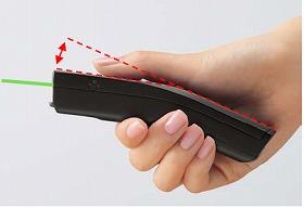 本体がカーブ形状になっていて握りやすい(緑色光のラインはイメージ)