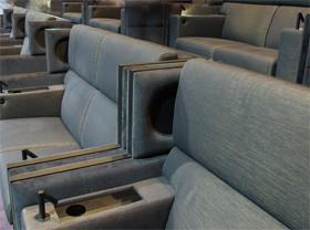「プラチナシート」はペア席になっている。1人で利用することもできるが相席する場合も