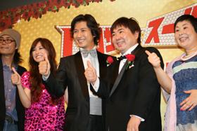 舞台挨拶に出席した英勉監督、北川景子さん、谷原章介さん、塚地武雅さん、大島美幸さん