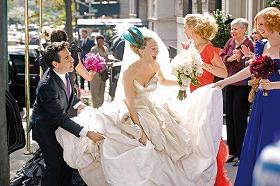 ビッグと念願のウェディング! キャリーが着ているのは「ヴィヴィアン・ウエストウッド」のドレスだそう