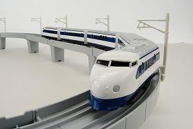 タカラトミーが発売する「ありがとう夢の超特急 新幹線ひかり号セット」