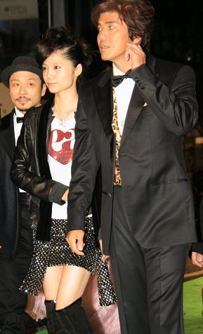 宮崎あおいさんのファッションに沿道の注目が集まっていた