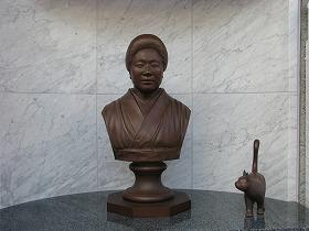 籔内さんが制作した大妻コタカ胸像