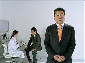新テレビCMで「コレステロールを甘くみてはいけない」と訴える徳光さん